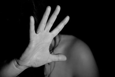 hand-domestic-violence-man-woman-myth
